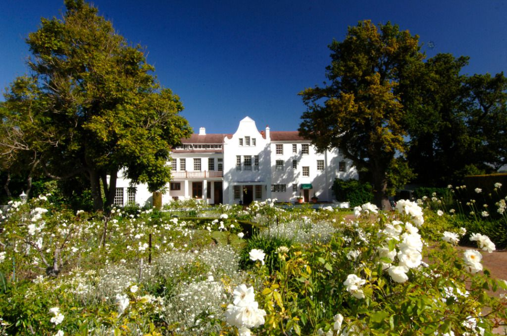 Cellars Gardens: Shoot My House Claasic Gardens Exterior Location Constantia Cape Town
