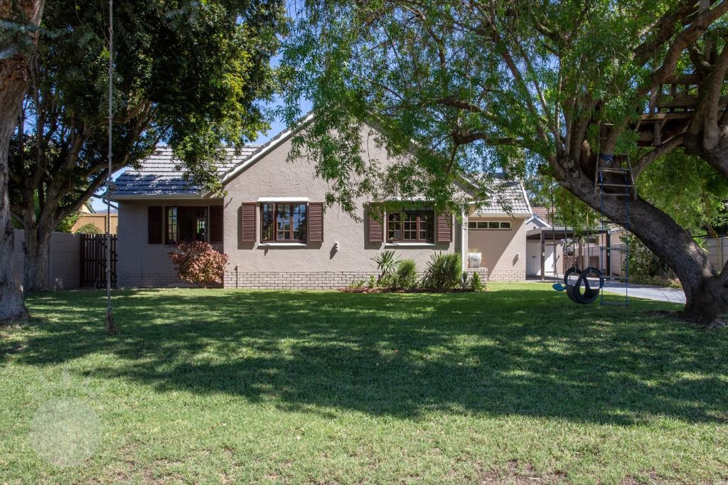 Full House: Shhot my House Classic Location Bergvliet Cape Town