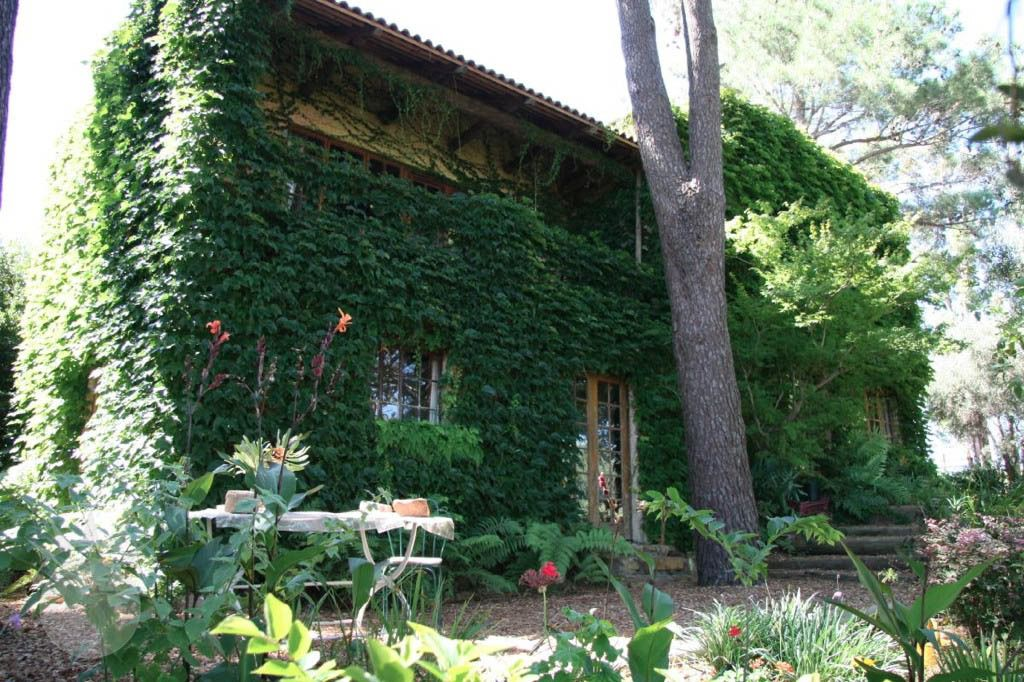 Les Brousseilles: Shoot My House Classic Farms Location Somerset West Cape Town